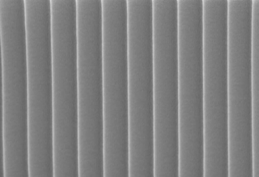 High precision diffraction line grating